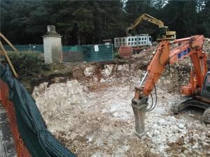 22/23/25 febbraio: Scavo con martello del banco roccioso e trasporto a discarica (Impresa CO.GE.CO. srl)